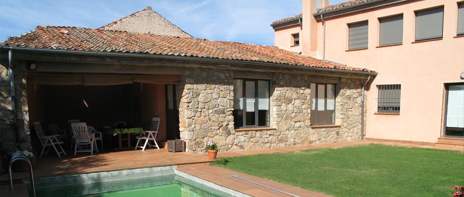 casa rural de alquiler con piscina en torrecaballeros